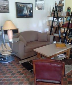 Studio niché dans les plantes . - Vallauris - Apartment
