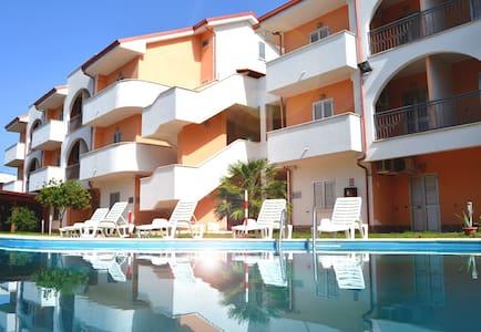 Appartamento su Spiaggia Piscina Aria Condizionata - Marina di Mandatoriccio - Wohnung