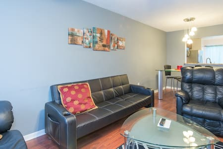 Beautiful Large Modern Apartment - Pis