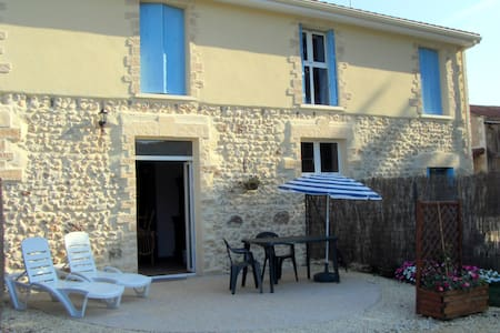 Gîte de charme en pleine nature - Saint-Geyrac - House