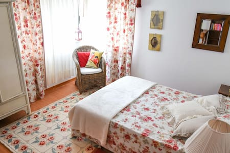 Cosy double bedroom 5min from Faro Airport - Faro - Haus