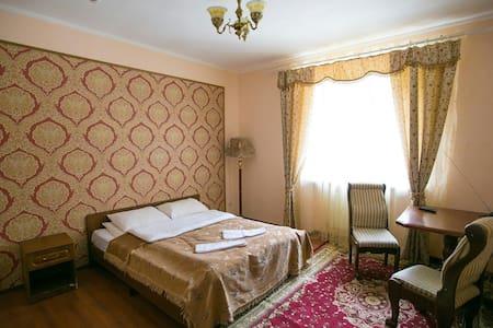 """Уютный номер в отеле """"Белые ночи"""" - Dombay - Bed & Breakfast"""