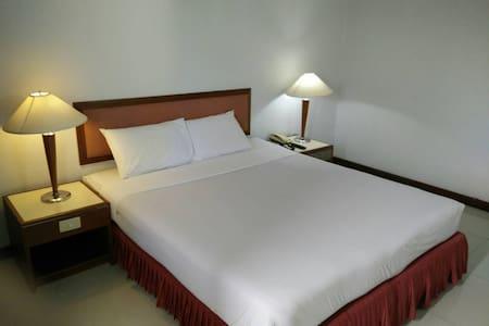 FRIDAY HOTEL - Bed & Breakfast