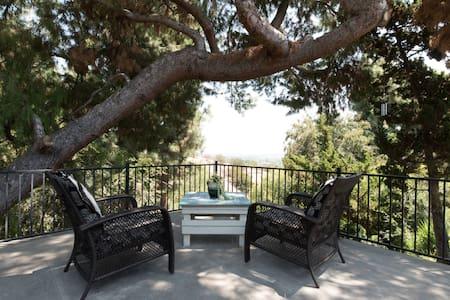 Getaway on the Hill (2 Bedrooms & Spacious Yard) - La Habra Heights - Ház