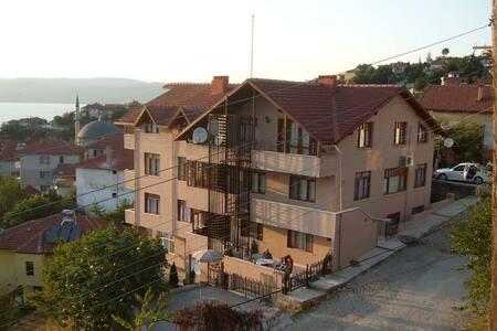 GÖL MANZARALI DOĞA İLE İÇ İÇE 50 KİŞİLİK PANSİYON - House