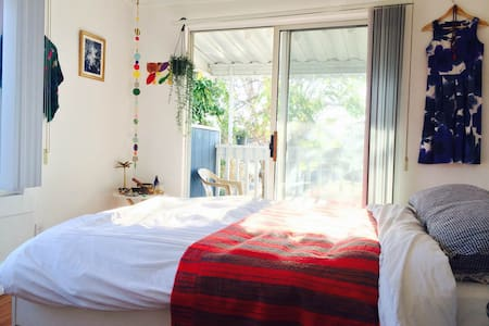 Bright & sunny room near the beach! - Los Angeles