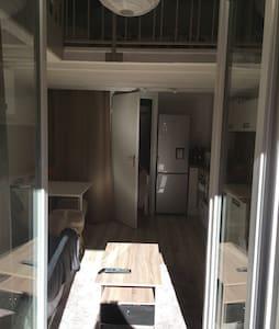 Joli Studio rénové et tout équipé - Apartment