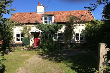 Quaint period Suffolk cottage - Bed & Breakfast