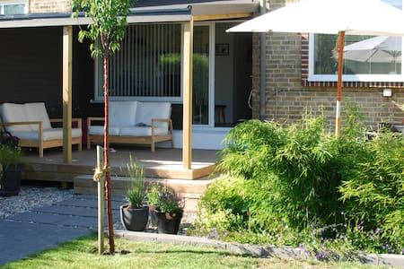 Mysigt barnvänligt hus nära centrum i Lomma - Lomma - Casa