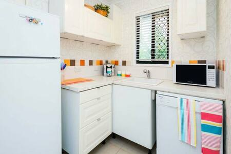 Self contained 2 BRM apartment - Runaway Bay