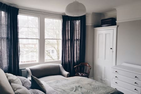 Beautiful serene bedroom - Casa