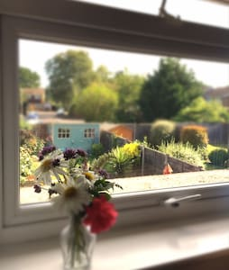 Quiet single/twin room near Wokingham - Casa
