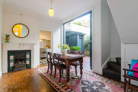 LOVELY BALMAIN TERRACE NEAR FERRY - Balmain - Maison