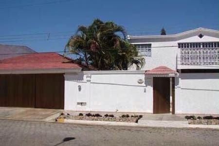 Se Renta casa  Mazatlán - Mazatlán - Dom
