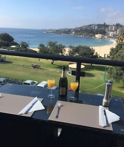 1 double bedroom available in 2 bedroom beachfront apartment in Coogee  Access to the kitchen/lounge/ balcony area with your own bathroom.  FOXTEL/WIFI included   1 minute walk to beach and bus links to the city  Very close to a variety of bars/restaurants