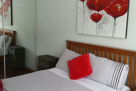 Surfers / Broadbeach. Private room - Lejlighed