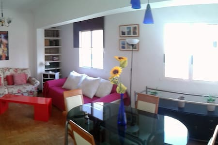Fully equipped flat downtown, culture & beach! - Appartement