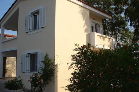 family apartment300m from the beach - Condominium