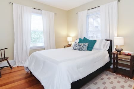 Charming 4 room apt, minutes to Cambridge & Boston - Arlington