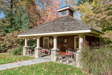 Charming and cozy carriage house - Hamden