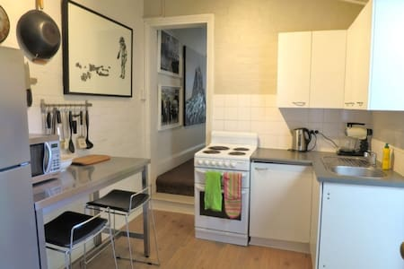 1 br cute terrace Cls to everything - House