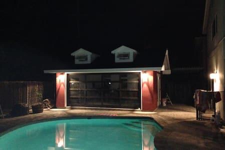 (E) Quiet Neighborhood with Pool (Whole House) - Casa