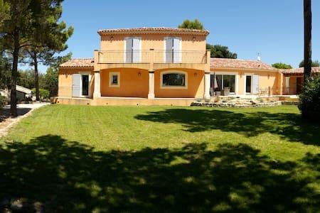 Luberon, Villa lou Penequet, piscine à débordement - L'Isle-sur-la-Sorgue - Villa