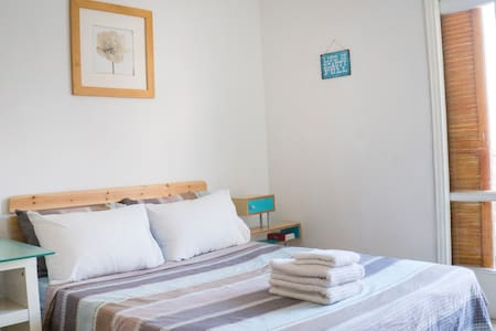 Charming Room with Private Balcony - Tel Aviv-Yafo - Apartemen