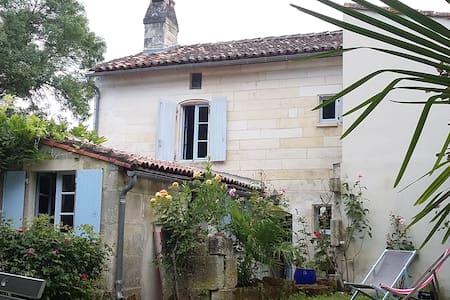Petite maison esprit campagne - Hus