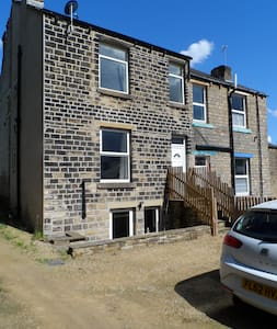 Modern 2 bed with parking - Huddersfield - Casa