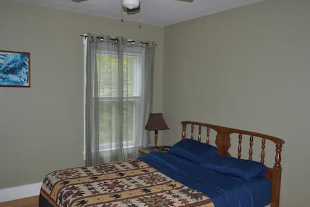 Private 2nd Floor Bedroom #2 - Hallowell - Huis