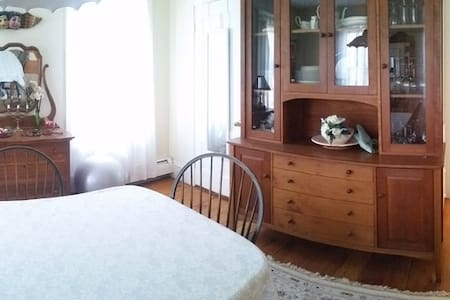 Gloucester Bright Sunny Downtown - Appartement