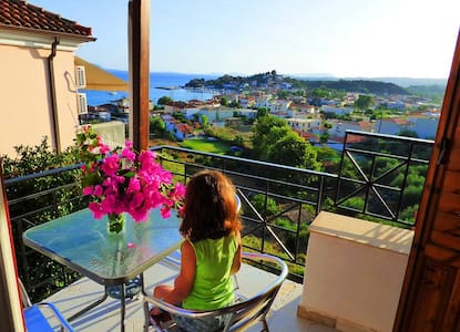 4 beautiful mini studios with an astonishing view. - Foinikounta - Casa