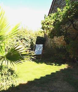 Entre Sarlat, Rocamadour et St cirq Lapopie ! - House