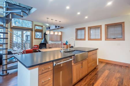 586 West Pacific - 3 Bed / 4.5 Bath - Telluride - Townhouse