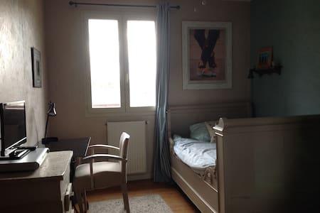 Chambre cosy dans maison de pierre - Bègles