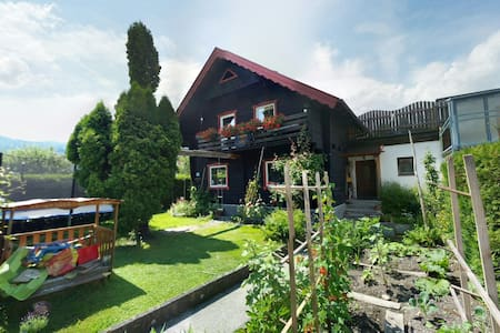 Charming home with terrace & amazing mountain view - Hallein - House