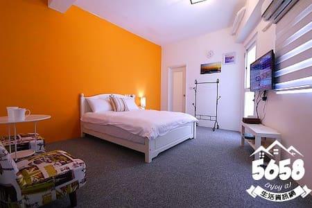 高雄一夜(高鐵榮總)雙人房3C可免費接送有車位有陽台可寵物提供免費機車代步有電梯隔壁是全家跟7-11 - Sanmin District - House