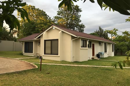 Modern Contemporary Living - Lusaka - Haus