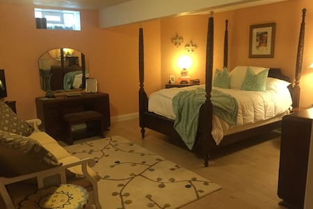 Charming Tuscan style Quiet room - Youngstown - Bed & Breakfast