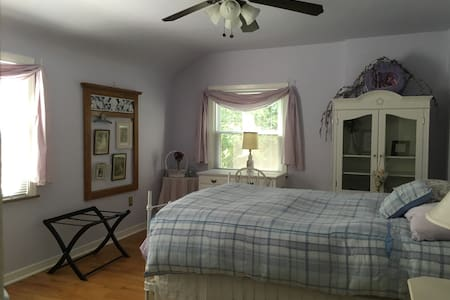 Bright quiet room in Penn Hills - Pittsburgh - Huis