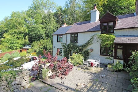 Gorgeous 200 year old Welsh cottage - Pantymwyn - Casa