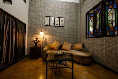 上下九步行街的西关老屋(二楼),距长寿路地铁5分钟,享尽岭南繁华与美食 - 广州 - Apartament