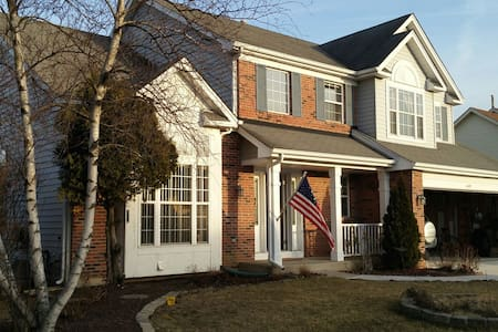 A Spacious & Fabulous Home 5 bdrms - Oswego - House