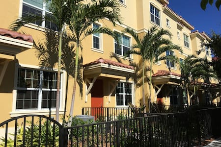 Brand New 3 Story Townhouse in Classic Lake Worth - Townhouse