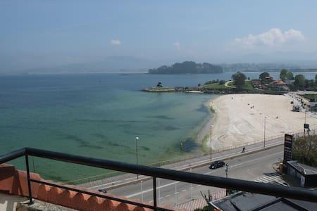 Ático con terrazas en primera línea de playa. - Baiona