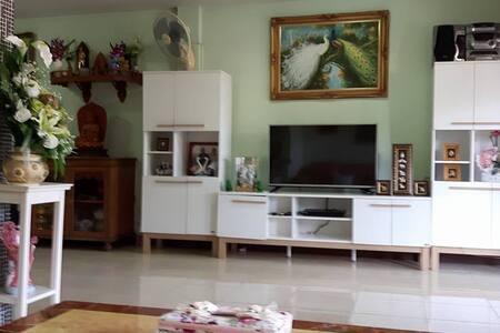 Private house, 30 min. from Bangkok centre - Ev