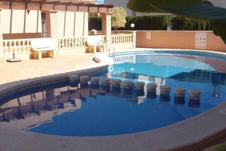 2 Bed 2 Bath Near Beach, Shops & Bars - Torre de la Horadada - Villa