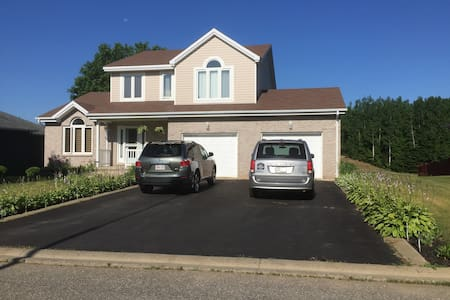 Executive home overlooking beautiful Golf Course - Bathurst - House
