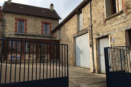 Au cœur du vignoble champenois - House